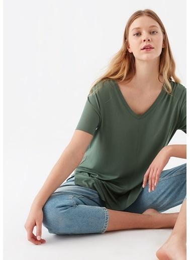 Mavi V Yaka Yeşil Basic Tişört Yeşil